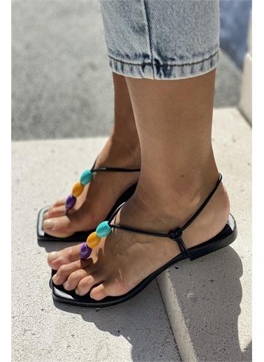 İnan Ayakkabı BONCUK AKSESUARLI SANDALET Siyah